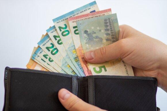 Ant stalo – lengvatos pensijos kaupimui ir investicinės sąskaitos klausimas: siekiama paskatinti taupyti ateičiai