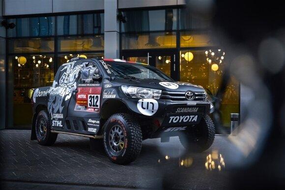 """""""Inbank team Pitlane"""" atidavė komandos techniką kelionei į Dakarą"""