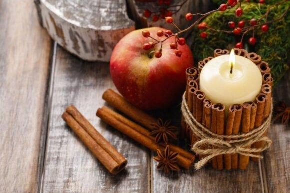 Cinamonu dekoruota žvakė