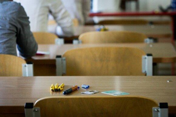 Lytinio švietimo paskaitoje išgirstos frazės sutrikdė mokinę: lektorių samdęs direktorius bėdų neįžvelgia