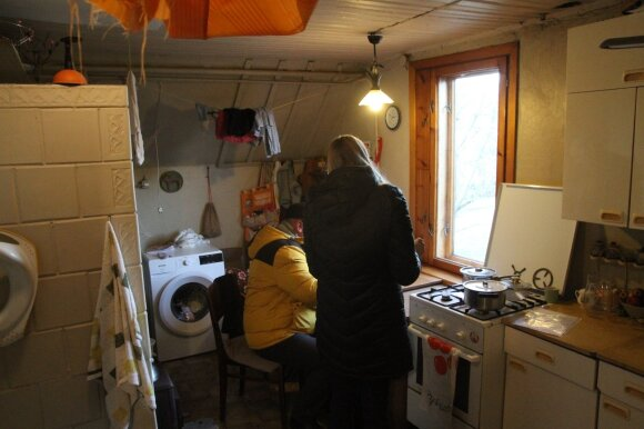 Eglės ir Gintaro Kručinskų šeima sulaukė raginimo išsikelti iš savavališkai užimto Kauno savivaldybės socialinio būsto