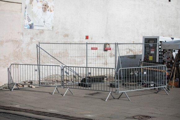 Vilnius prieš popiežiaus vizitą pasikeitė neatpažįstamai: verslininkai įspėja – nemokamų paslaugų nebus