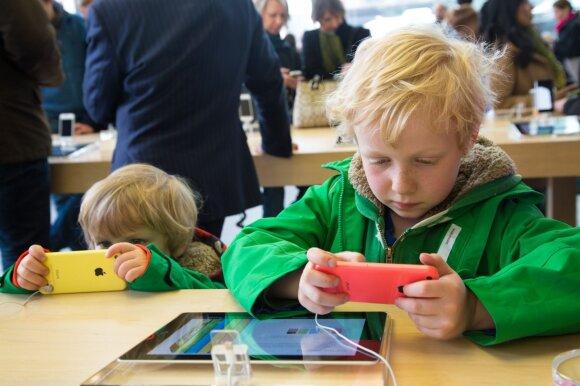 Tai turėtų žinoti visi tėvai: kiek laiko per dieną leisti vaikui naudotis telefonu ir kompiuteriu