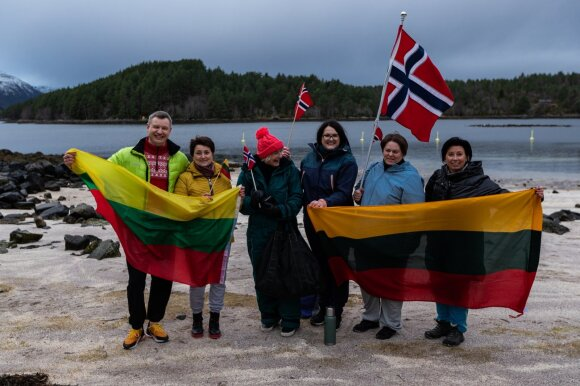 Originaliai pasveikino Lietuvą: Norvegijos lietuviai nepabijojo net šalčio