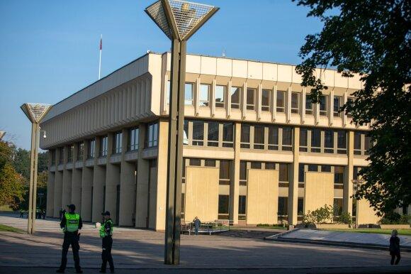 Apkarpyta viešųjų pirkimų reforma važiuoja Seime: įstaigoms – didesnė laisvė pirkti ne viešai, o stambūs pirkimai keltųsi į centrą