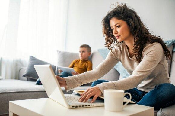 Tyrimo rezultatai nustebino: paaiškėjo, kad būdami namie žmonės dirbo 30 proc. valandų daugiau nei iki pandemijos