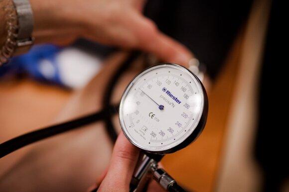 Kardiologas turi patarimų kovojantiems su aukštu kraujospūdžiu: kai kuriuos produktus turite pamiršti