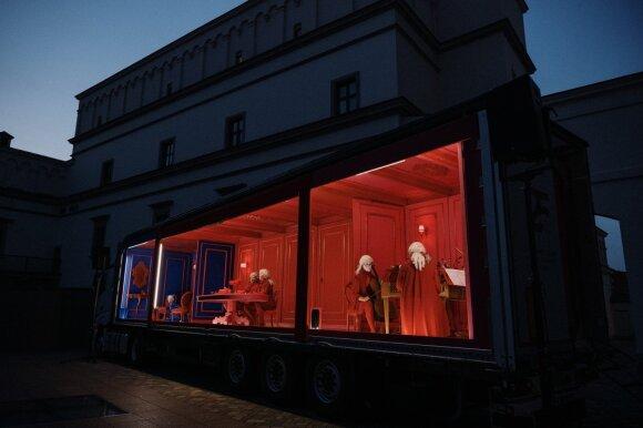 """""""Girteka Logistics"""" vilkikai itališką operą pristatė į 14 pasirodymų visoje Lietuvoje"""
