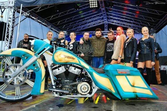 "Best Bagger – 2010 m. Harley Davidson FLHR. Autorius ""Killer Custom"", Pėdžiai"