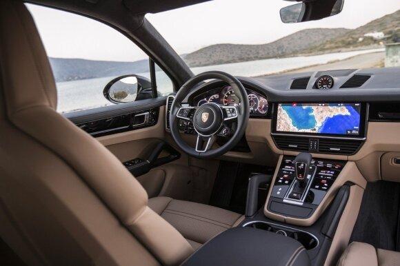 """Trečios kartos """"Porsche Cayenne"""" interjeras"""