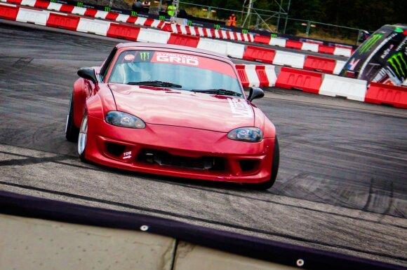 """Mantas Šliogeris su """"Mazda MX-5"""" Varšuvoje """"Gymkhana Grid"""" varžybose nugalėjo pasaulines autosporto žvaigždes"""
