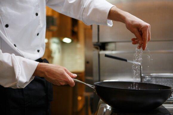 7 klaidos, kurias darome virdami sriubas ir troškinius
