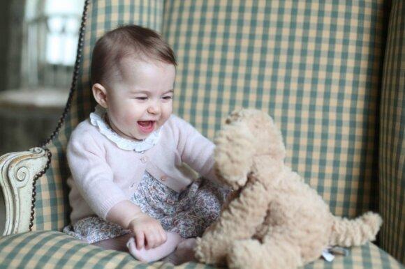 """Parodė, kaip šiandien atrodo princesė Charlotte <sup style=""""color: #ff0000;"""">(FOTO)</sup>"""