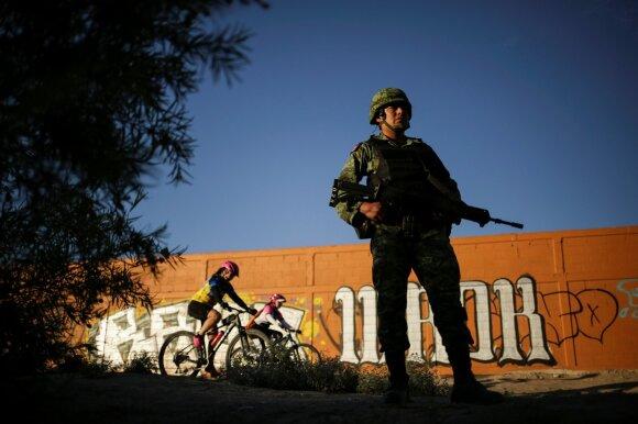 Meksikos Nacionalinės gvardijos karys pasienyje
