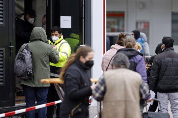 Vokietija skambina pavojaus varpais dėl žmonių, kurių visai nepasiekia COVID-19 perspėjimai: užsimenama ir apie rytų europiečius
