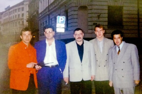 Igoris Tiomkinas (pirmas iš k.), Dovydas Kaplanas (antras iš k.) Rygoje, maždaug 1992-1993 m.