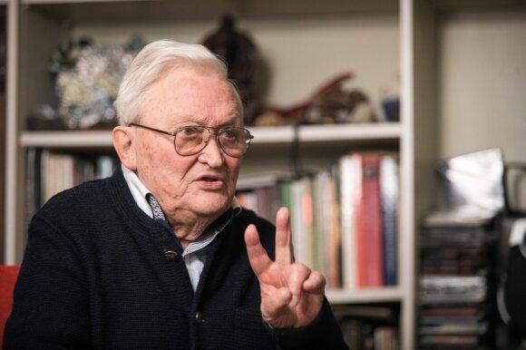 Iš namų beveik nebeišeinantis Algimantas Čekuolis apie lietuvių gyvenimą: priėjome prie skurdo, kuris varo pirmyn