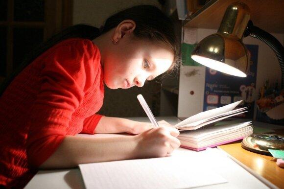Namų darbai prie lempos