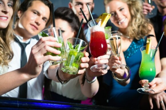 """Lietuviai yra tarp šalių, pirmaujančių pagal suvartojamo alkoholio kiekį žmogui, taigi jo atsisakęs žmogus tampa """"balta varna"""""""