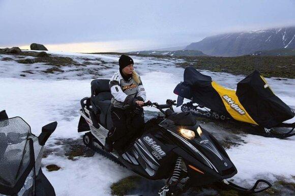 """Kompanijos """"Glacierjeeps"""" darbuotoja Bjarney – ekstremalių pojūčių po Vatnajoduklio ledyną organizatorė"""