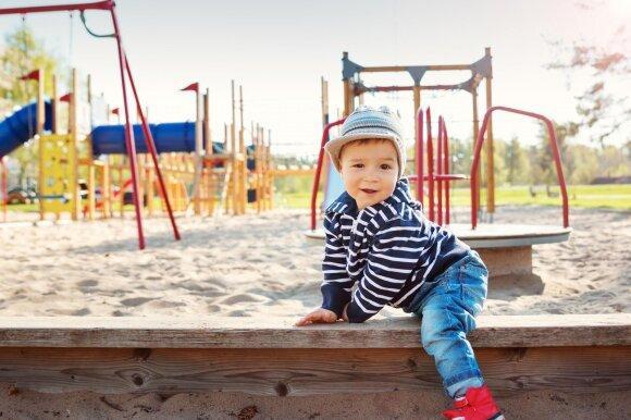 Kai vaikai žaidžia, daugelis tėvų daro vieną ir tą pačią klaidą