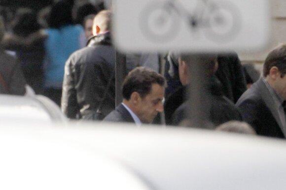Nicolas Sarkozy atvyksta į ligoninę