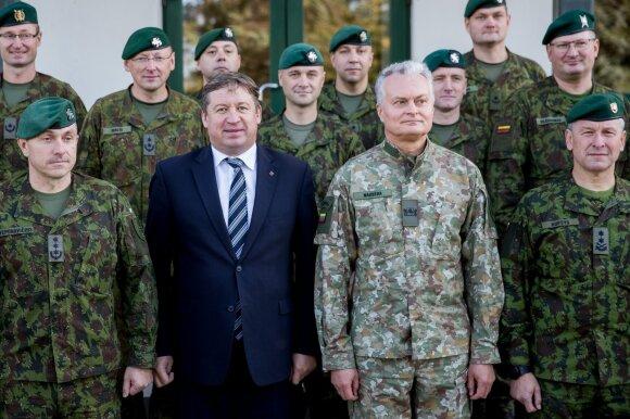 Prezidentas Nausėda su pilna uniforma pasirodė pirmasis: dėvėjo ne visai pagal taisykles