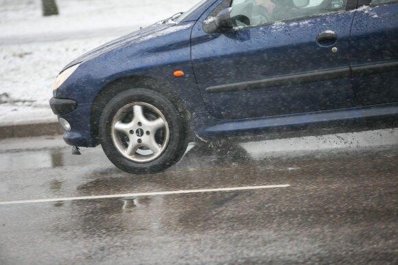 Specialistas: lietuvis vairuotojas galvoja tik tada, kai durelės jau neatsidaro