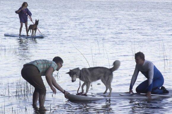 Ant irklentės - su šunimi