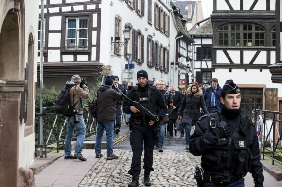 Strasbūro šaulį nukovė policija, atsakomybę už jo surengtą ataką prisiėmė IS