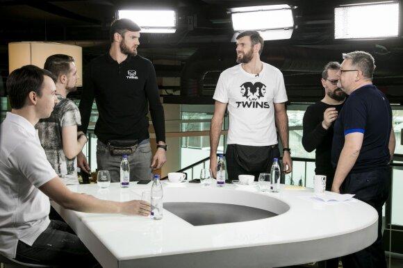 """Broliai Lavrinovičiai – apie pakištą Jankūno koją, sunkius FIBA burtus ir """"šventą karvę"""" Prienuose"""