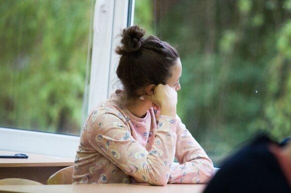 Direktorę sukritikavusi gimnazijos mokytoja prašo pagalbos: situacija tapo košmariška