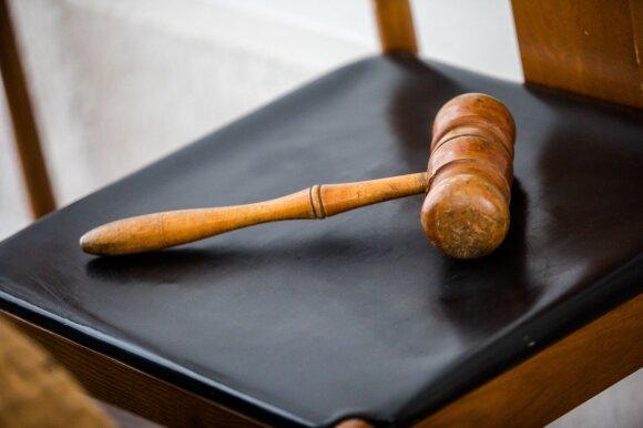 Po kaltinimų žiauriu nusikaltimu vilnietis metus praleido už grotų, bet teisėjai suabejojo merginos istorija