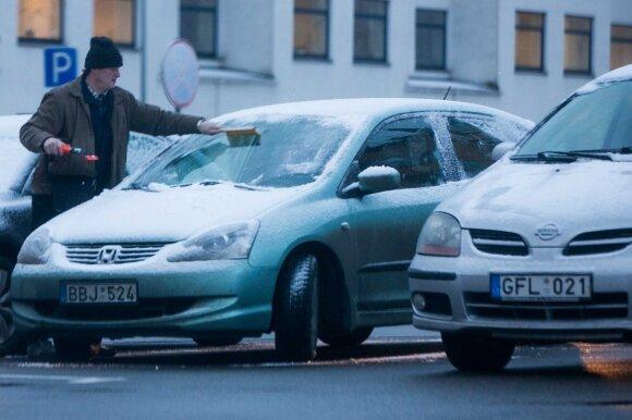 Ką daryti, kad prasidėjus žiemai automobilio durys ir spynelės neužšaltų