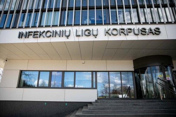 Gydytoja apie košmariškas pirmąsias koronaviruso plitimo Lietuvoje savaites: koridoriai pilni karščiuojančių, dirbo paromis