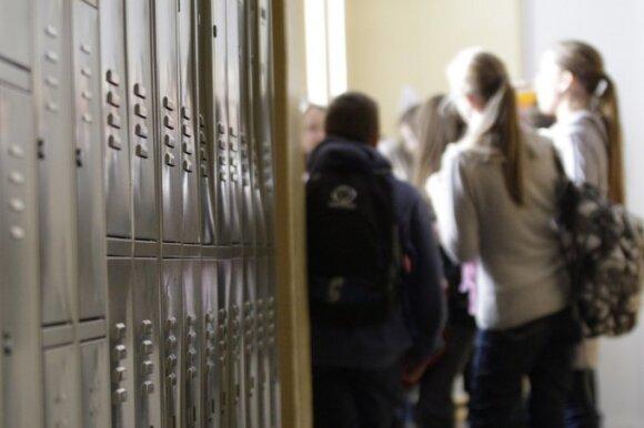 Mokytojai kyla į kovą su internete nusirašinėjančiais moksleiviais: priemonės tokios, kad noras sukčiauti praeina akimirksniu