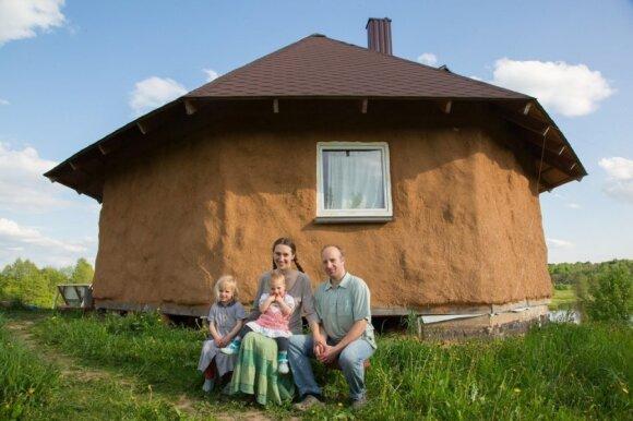 Agnės ir Tauriaus Gulbinų šeimos molinis namas