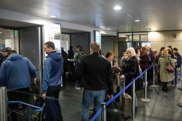 Už bilietą namo po 500 eurų susimokėję lietuviai piktinasi: jaučiamės pažeminti ir nuskriausti