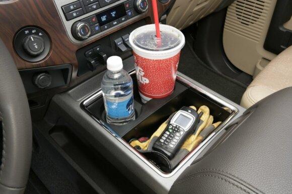 Gėrimas automobilio salone