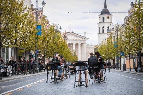 Du profesoriai vieningai sutaria: Lietuva nepatyrė blogiausio scenarijaus, tačiau atsipalaidavimas dar gali kainuoti