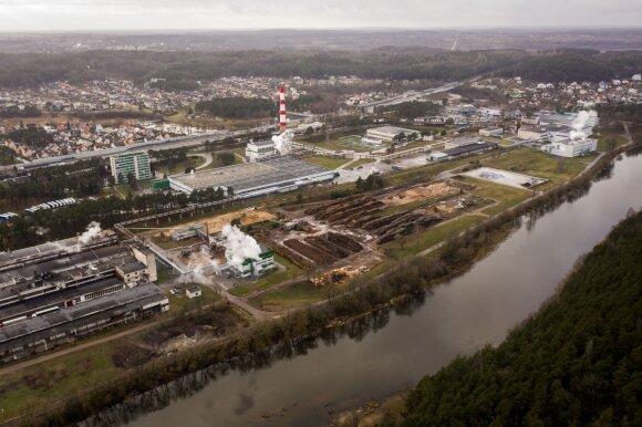 """Dėl """"Grigeo"""" nerimauja ir Grigiškių gyventojai: DELFI aptiko gamyklos vamzdžių į Nerį"""