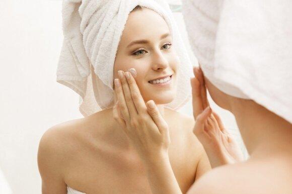 Svarbiausia, ką turite žinoti apie odos priežiūrą vasarą: kosmetologė ragina neapsigauti