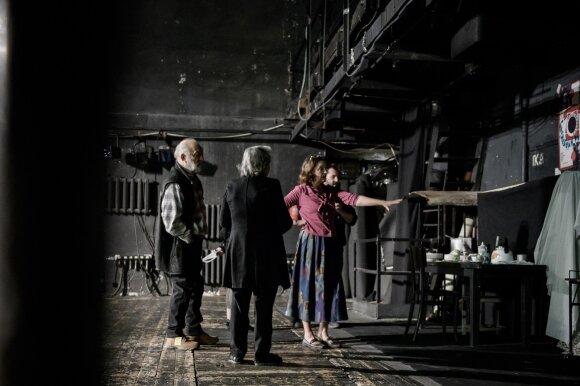 """Spektaklio """"Autonomija"""" aktoriai apie režisierių ir vaidmenis"""