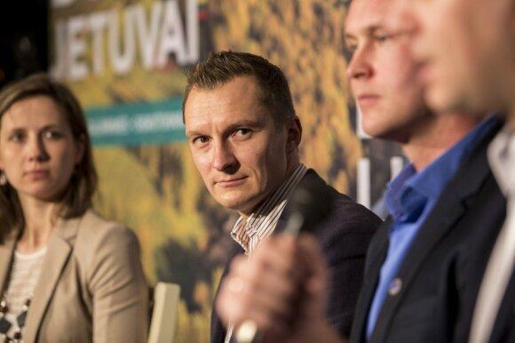 Pasiūlė kelis būdus Lietuvoje padidinti atlyginimus