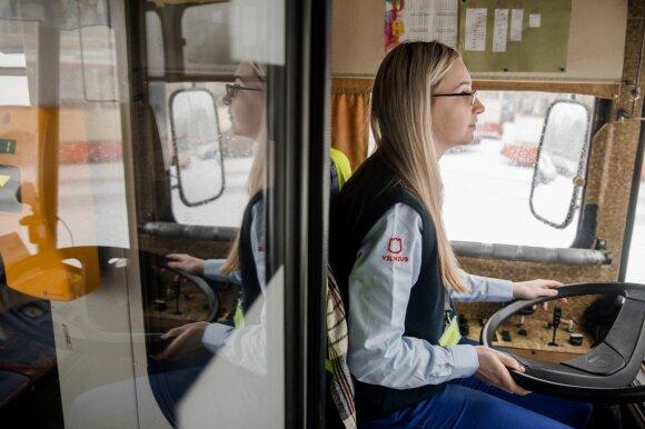 Jauniausia troleibuso vairuotoja seka tėvo pėdomis: mergvakariai, miręs keleivis ir keisčiausias prašymas