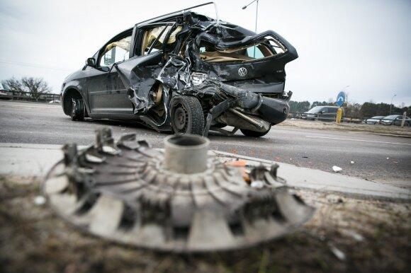 Situacija, kurios bijo kiekvienas vairuotojas: ką daryti, jei automobilyje dingo stabdžiai