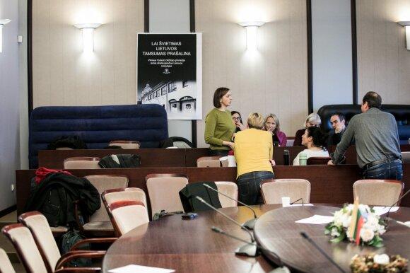Įtampa kyla ir tarp pačių mokytojų: nestreikuojantys Navickui turi karčių žodžių