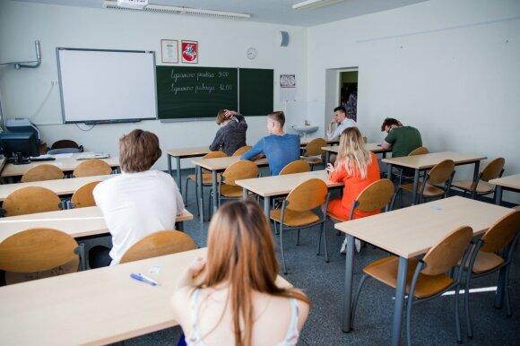 Mokytojai pervargę ir tik pinigų jiems nebeužteks: nori ir specialių privilegijų