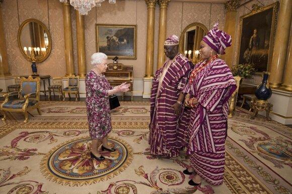 Karalienė Elžbieta II priima svečius iš Nigerijos