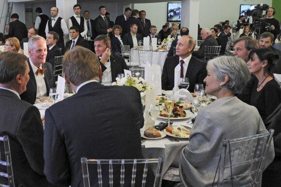 M. Flynnas ir V. Putinas prie vieno stalo